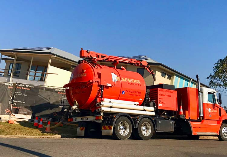 VACUUM EXCAVATION TRUCK